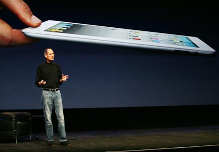 steve-jobs-reveals-apple-ipad-2