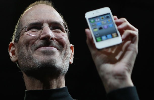 steve-jobs-reveals-the-iphone-4