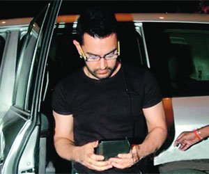 Aamir Khan with his Tablet
