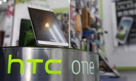 htc-one-stand