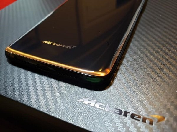Get OnePlus 6T McLaren Wallpapers, boot animation, and sounds